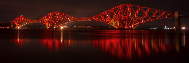Reflections in red (_K5A5895)