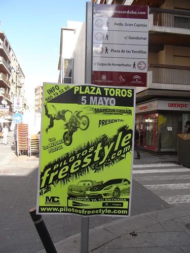 Publicidad en mobiliario urbano en la calle Concepción.