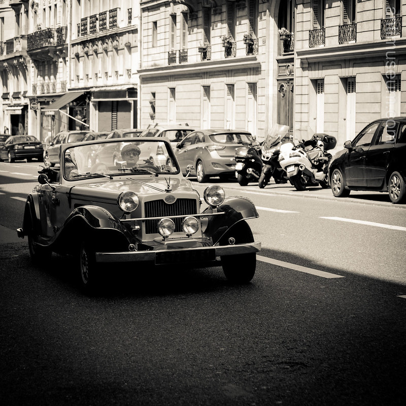 vintage car in the vicinity of the Pantheon