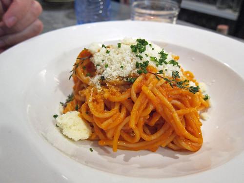 Espaguetis amb tomàquet, anxova i nyores