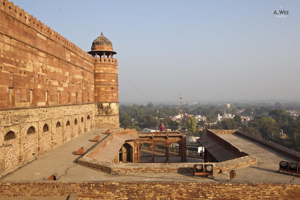 Wall surrounding Fatehpur Sikri