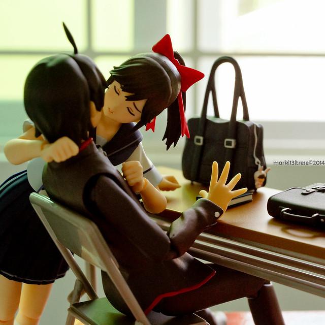 Surprise kiss by Figma Manaka Takane of LovePlus game with Koyomi Araragi of Monogatari anime
