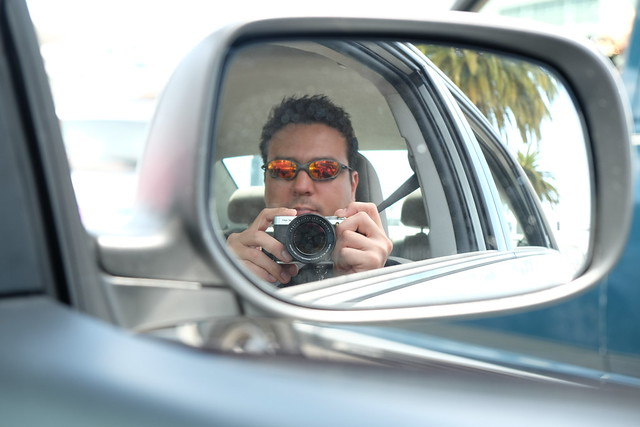 Gabriel Saldana testing the Fujifilm X-M1 camera