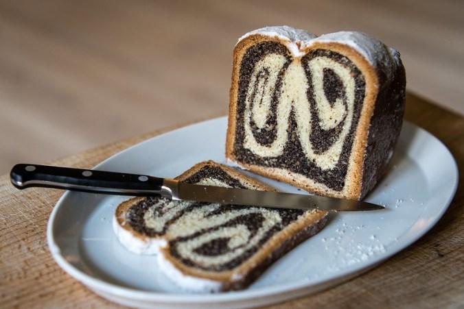 Lekker eten in Berlijn: Mohnstolle van de bakker in Markthalle IX