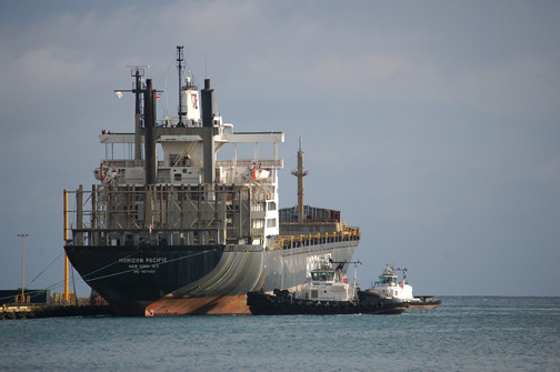 Horizon Pacific and tugs