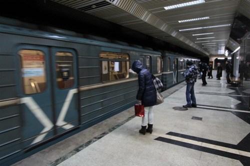 Train arrives into Буревестник (Burevestnik)