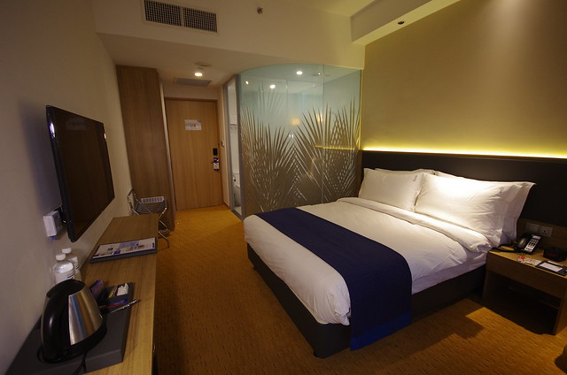 queen room - holiday inn express singapore orchard road