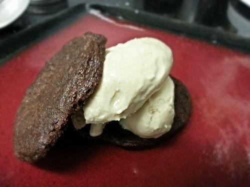 Gingersnap double vanilla bean ice cream sandwich by pipsyq