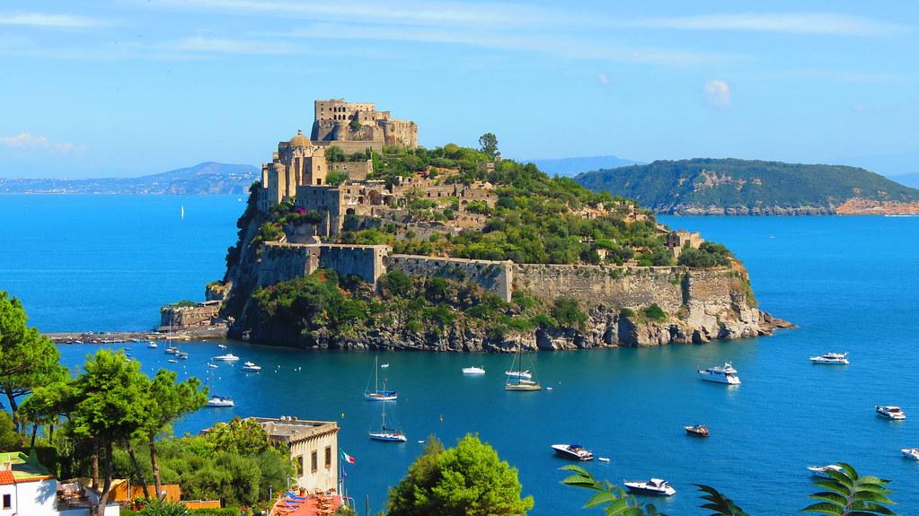 Resultado de imagen de castillo aragonés Ischia