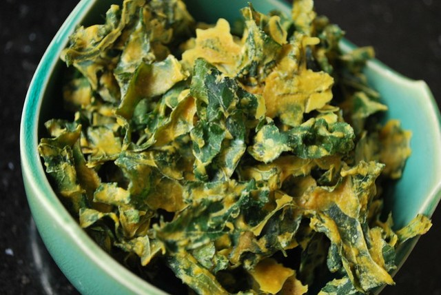 Smoky bakon kale chips