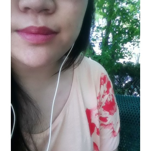 Sitting at #utm waiting for my bus. listening to #mc몽 wearing #rwandco & #revlon#berrycouture #InstaSize