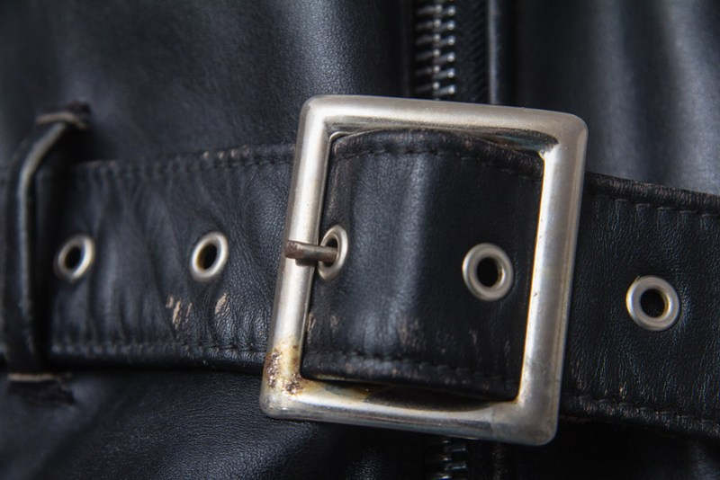 Schott Perfecto 618 - belt buckle detail