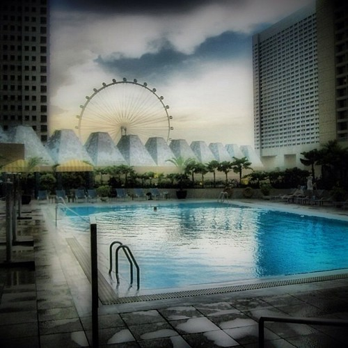 #singapore flyer and Conrad centennial pool by @MySoDotCom