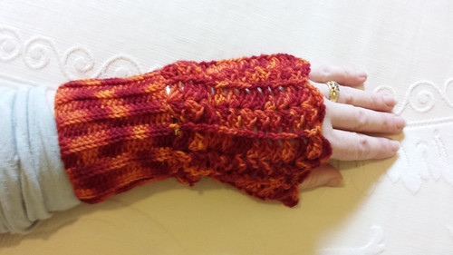 Hot Little Hand Mitts in Wollmeise