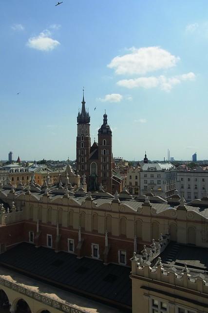 Blick auf die Tuchhalle und die Marienkirche