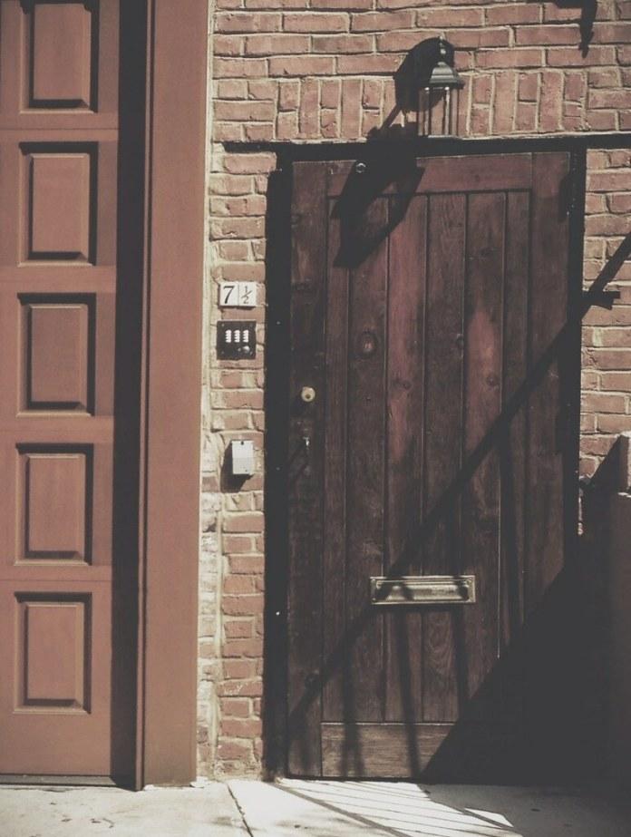 Doors: 7 1/2