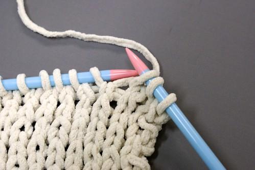 初心者でも簡単!7日間で完成させるマフラーの編み方 - 第3回 表編みを習得する