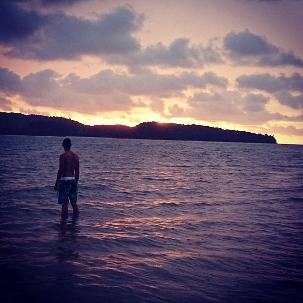 Bañarse mientras se pone el sol (y ver cómo lo hace!!)  en #Langkawi:  #PequeñosPlaceres #MalasiaMola #IGLangkawi