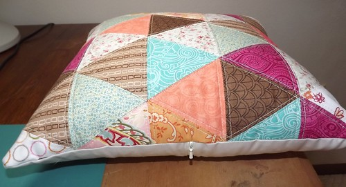 Pyramid Pillow zip