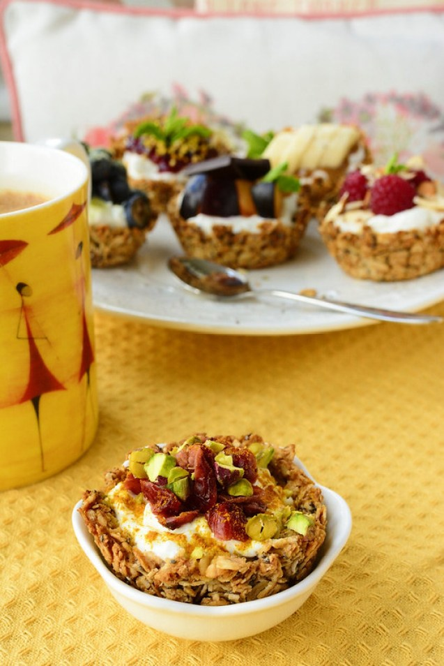 Mini Oats and Yoghurt Cups with Cranberries, Pistachios and Cinnamon
