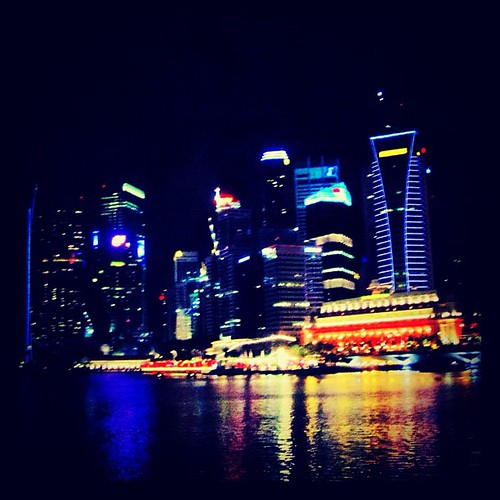 Reflections of the CBD #singapore by @MySoDotCom