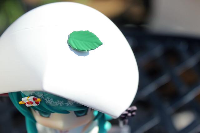 miku hood leaf