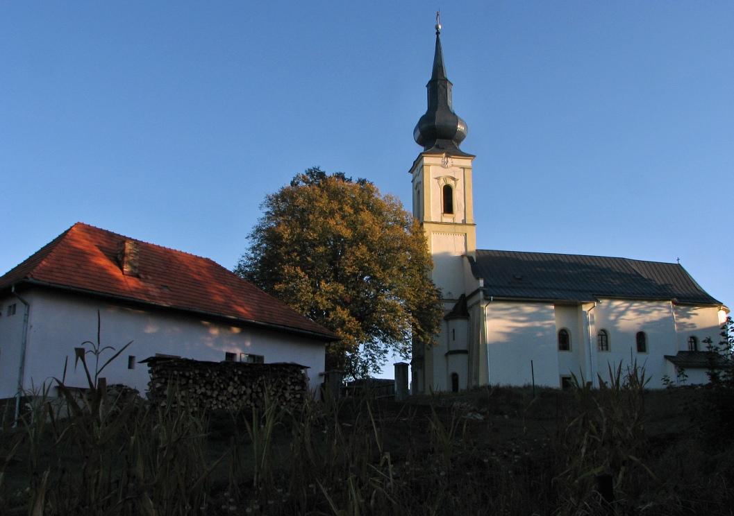 Ev. kostol a fara v D. Strehovej