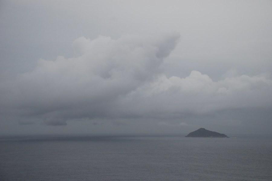 Isla y Tormenta - Nubes