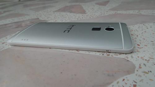 HTC One Max ด้านซ้าย