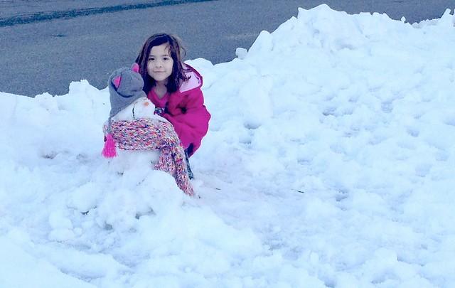 Maura in the snow #FamiliaLubriderm