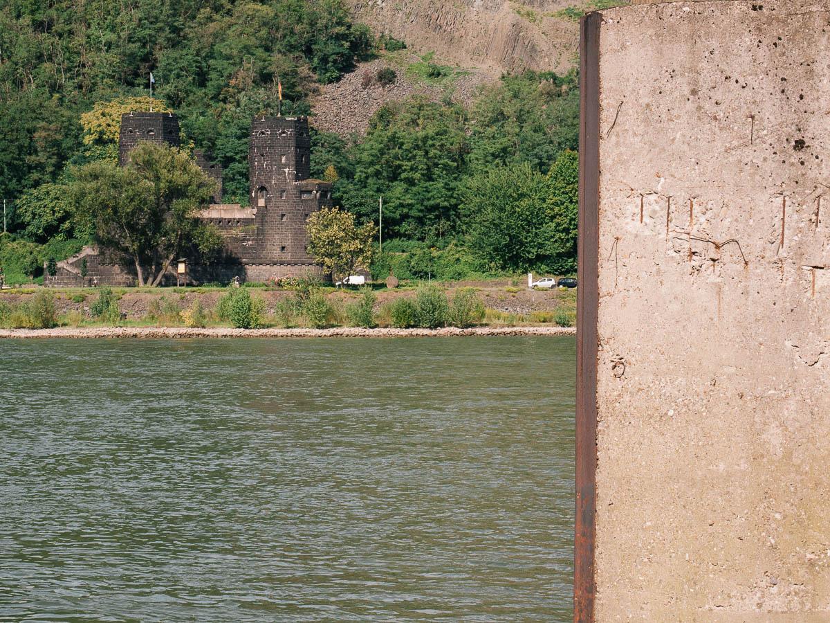 Restos del puente de Remagen a orillas del Rin