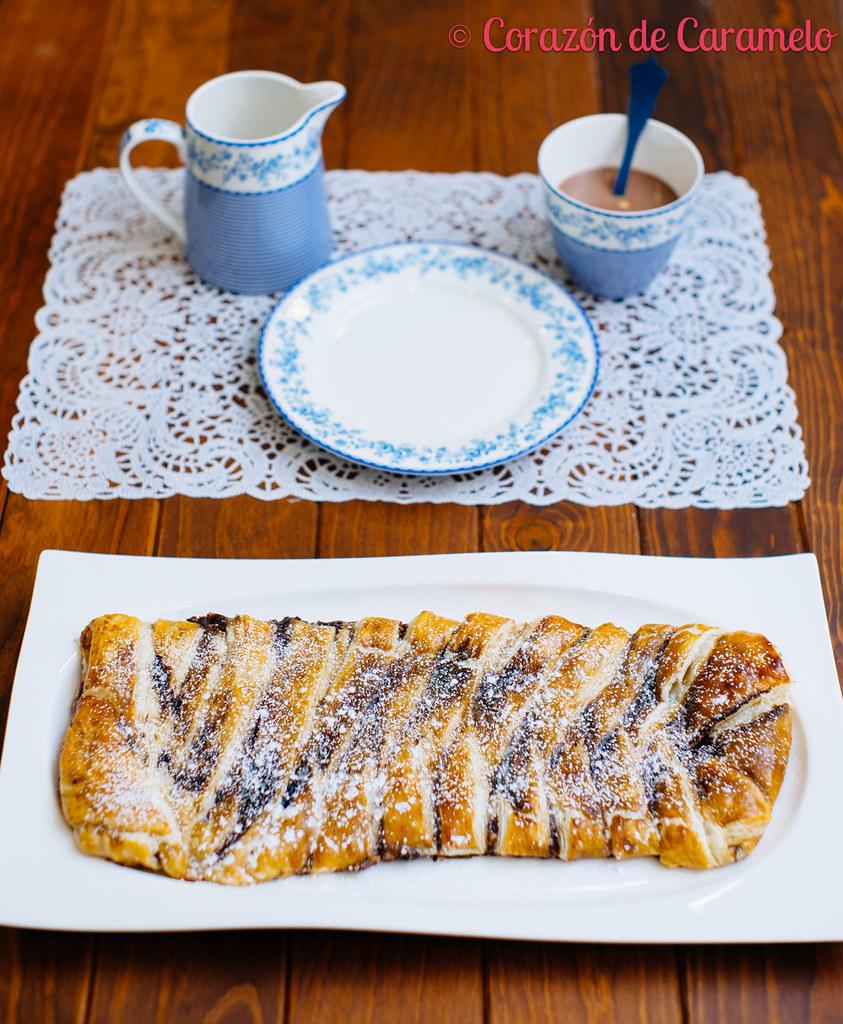 Trenza de hojaldre rellena de chocolate y platano