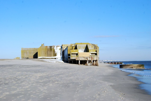 Cape_May_Point_NJ_-_WW2_bunker