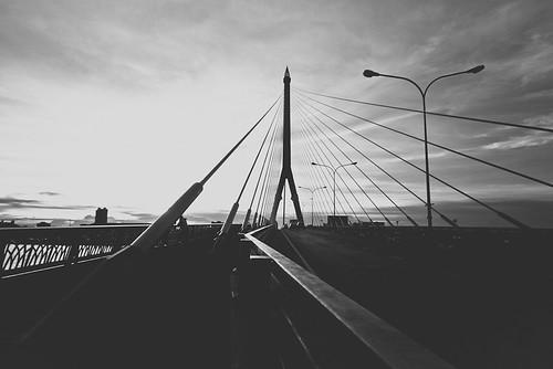 Bridge b/w
