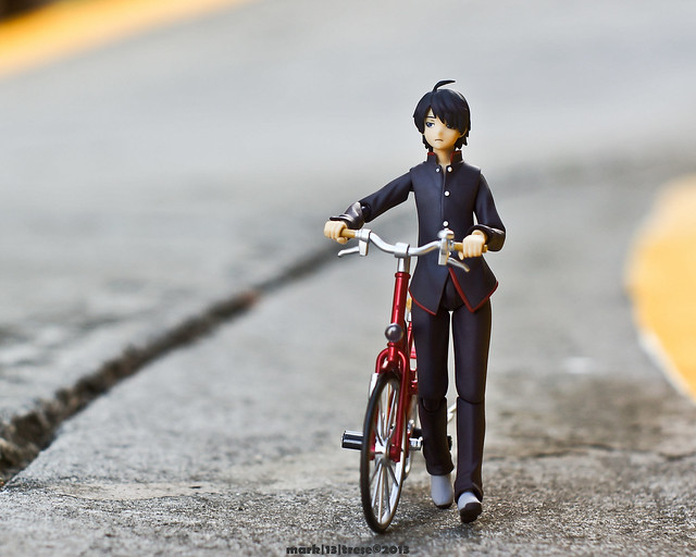 Figma Koyomi Araragi and his red Freeing Bike.