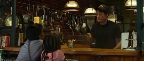 อ๊อด โธมัส ปกติเป็นพนักงานร้านอาหาร แต่เขามีความสามารถมองเห็นผี
