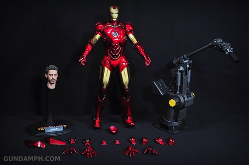 Hot Toys Iron Man 2 - Suit-Up Gantry with Mk IV Review MMS160 Unboxing - day1 (18)
