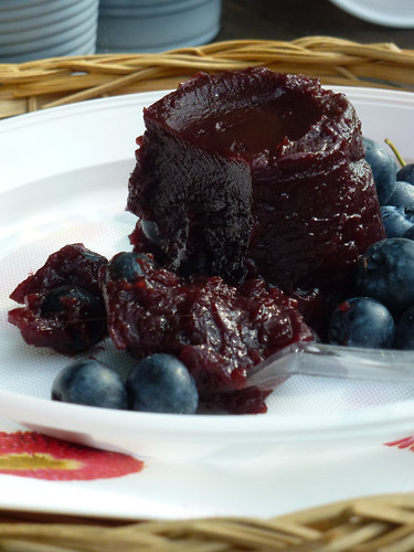 Mustikka ja Mustaherukkavanukas - Black Currant & Blueberry pudding