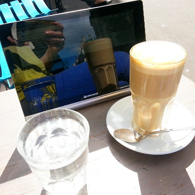 Coffee& blogging session with my new toy #MyYogaTab from @lenovo @lenovofr at KB café.  #Paris