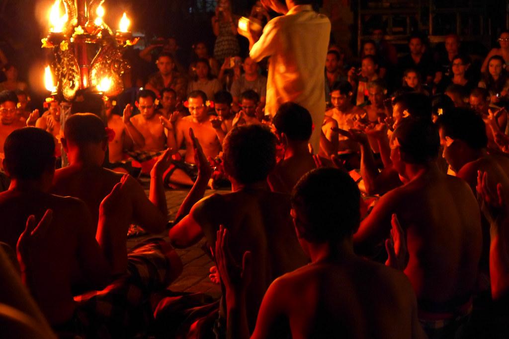 Pura Taman Kemuda Saraswati - Kecak