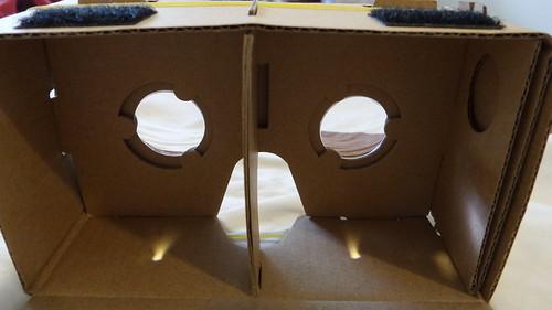 แกะฝา Google Cardboard มาให้ดู จะเห็นว่าโครงสร้างเรียบง่ายมาก