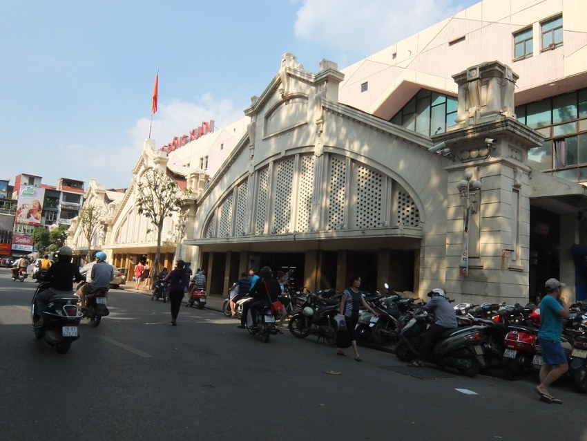 Another look at the Dong Xuan Market in the Hanoi old quarter