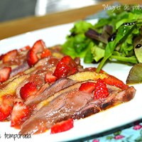 Magret de pato con fresas