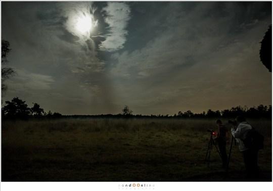 Fotograferen van het landschap met de Maan en wolken aan de hemel