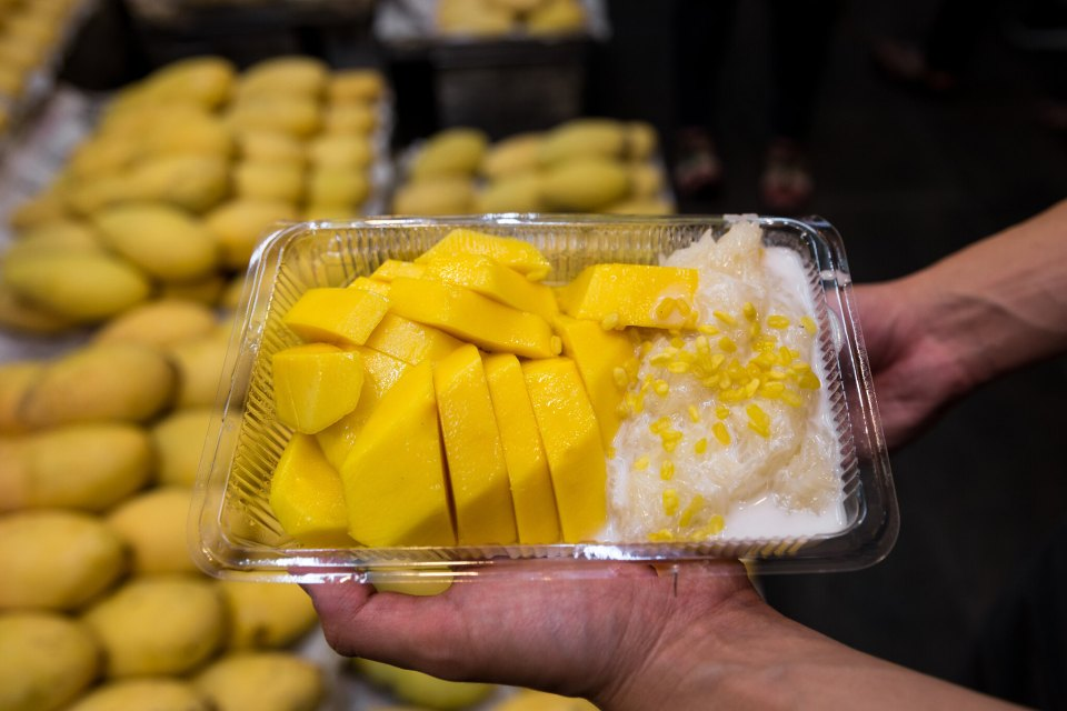 Mango sticky rice at Mae Varee, Bangkok