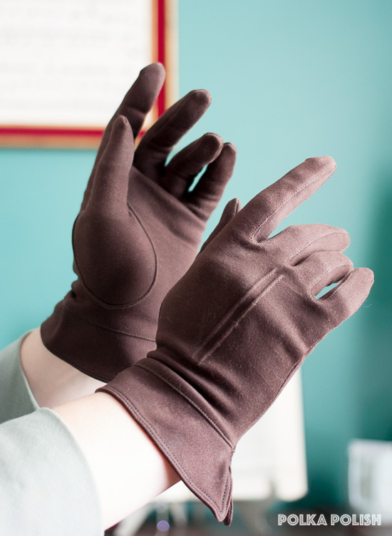Dark brown vintage gloves with seamed details and a gauntlet cuff