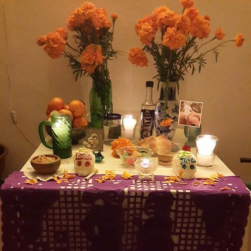 Ofrenda para Yolanda y Ana María,  día de muertos