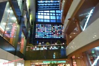 P1060490 Quieres ver la tv.... Canal City, centro comercial (Fukuoka) 12-07-2010 copia