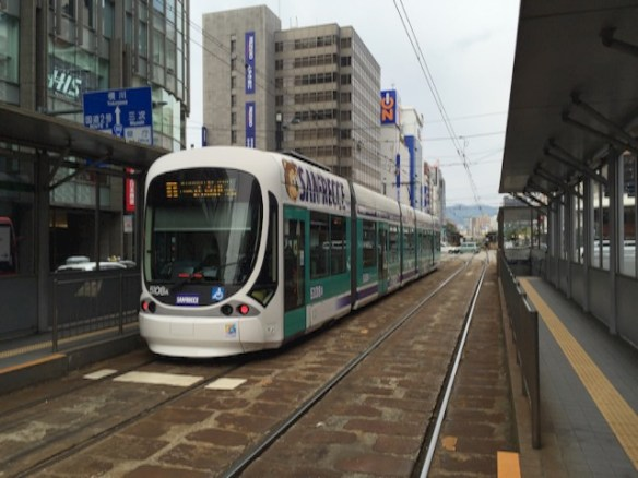 さて、広島駅までは路面電車に乗りまーす!