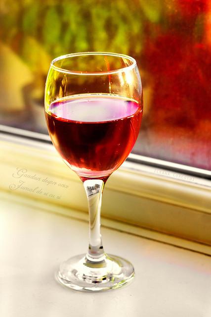 Pahar cu vin toamna....